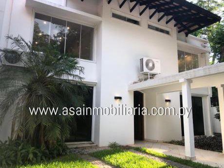 Amplia Casa Zona Centenario