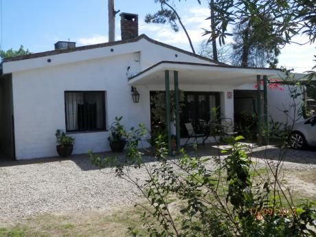 Muy Buena Casa En  Las Toscas Zona Tranquila ,3 Dorm.2 B. 625 Mts. Y 130 Const