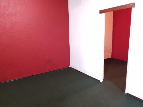 1 Dormitorio A 200 M De 8 De Octubre