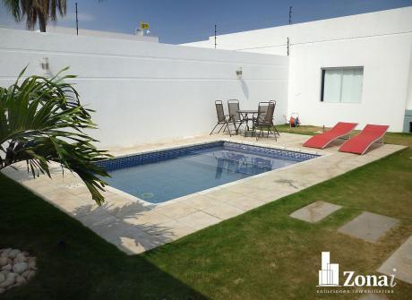 Hermosa Casa Con Piscina Privada En Urb. Abierta Zona Norte