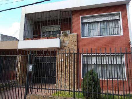 Casa En 2 Plantas Próximo A Luis A De Herrera Y Av Italia