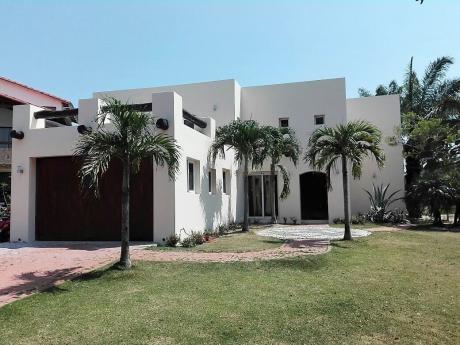 En Venta Hermosa Casa En El Parque Del Urubo