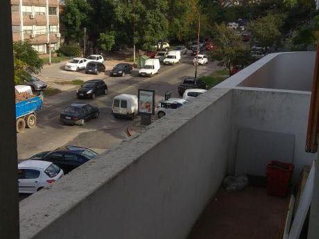 A Metros Sanatorio Americano Con Terraza