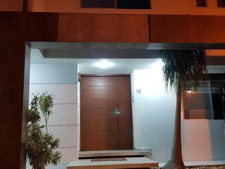 Casa En Anticretico En Condominio Colinas 1 En El Urubo