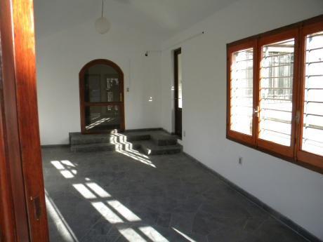 A Nueva  En Excelente Ubicación. 3 Dormitorios Alquiler Solymar