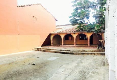Casa En Venta, Sobre La C/valle Grande