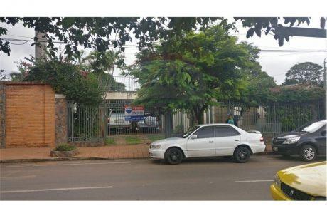 Amplia Residencia De 5 Dormitorios Sobre Calle Asfaltada