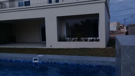 Hermosa Casa En Venta En El Urubó