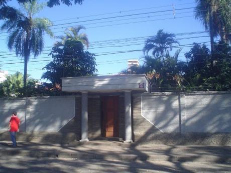 Casa Amplia En Alquiler En Av. Ana Barba