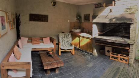 Nuevo Precio!! Casa Soleada-  Fondo C/parrillero Y Jardin Interior