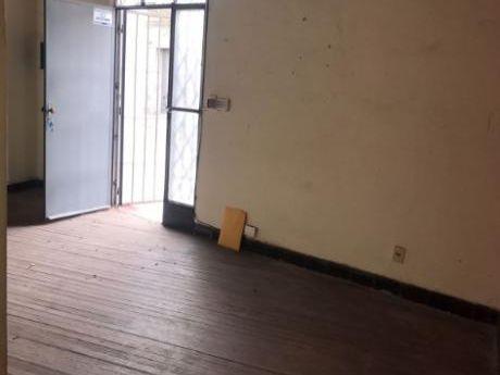 Gran Casa, La Comercial,70mts 2 Dorm, Altillo, A Refaccionar!