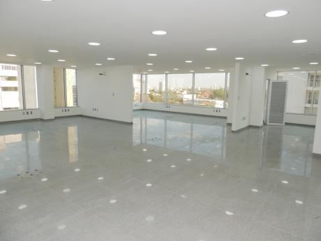 Hermoso - Moderno Local En Alquiler (planta Alta Cubo Empresarial Gardenia)