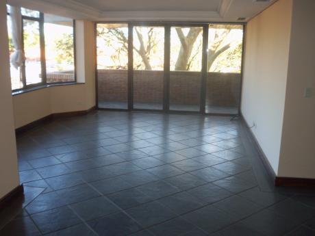 Alquilo Amplio Departamento De 3 Dormitorios En Villa Morra