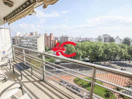 Apartamento En Piso Alto De Pocitos. Ref: 6345