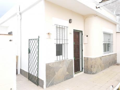 Casa De 2 Dormitorios , Garage,impecable Ubicacion