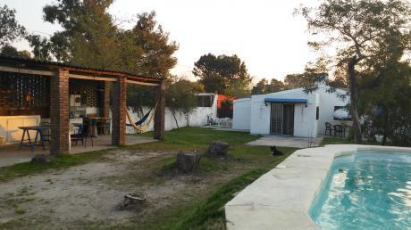 Casa Con Piscina En Parque Del Plata Sur Con Casa Independiente