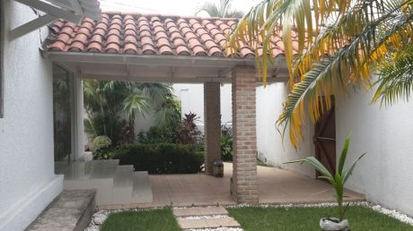 Amplia Casa En Zona Paragua Entre 2do Y 3er Anillo