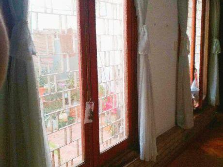 Dueño Alquila Luminoso Apto De 2 Dormitorios En Parque Rodo* Amueblado*