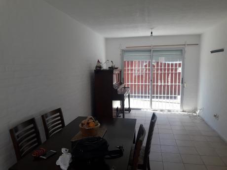Casa De Tres Dormitorios  En Villa Colón.20 Mil En La Mano!!
