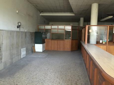 Excelente Local Sobre Julio Herrera Y Obes A Metros De Av. 18 De Julio