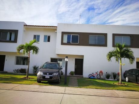 En Alquiler Hermosa Casa Por La Av. Roca Y Coronado