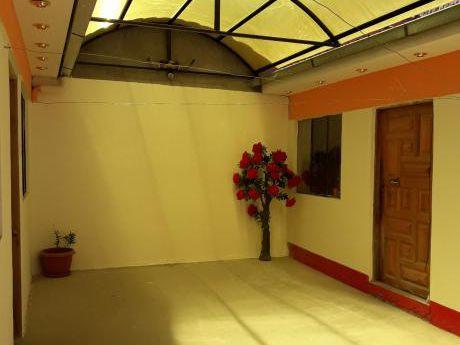 En Venta O Permuta Por Vehiculo O Terreno. Casa Av. Civica Don Bosco Ref. 680805