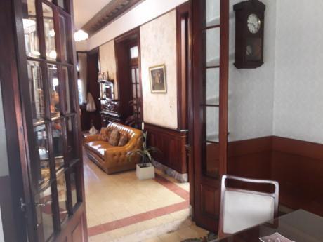 Antigua  Casa De Piedra, Frente Al Montevideo Shopping