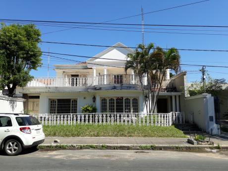 Alquilo Hermosa Casa A 1c De Ave. Espana Y 2c De Mariscal Lopez