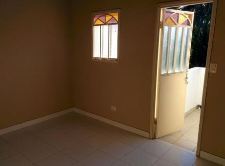 Alquilo Duplex De 2 Dormitorios En Asuncion A 6 Cuadras De La Avenida Peron