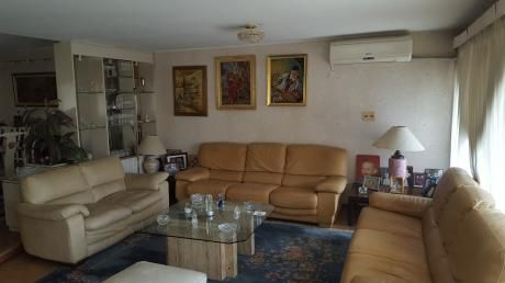 Apartamento De Estilo Sobre Br. España, Son 184 M2!!