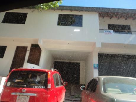 Propiedad Sobre Venezuela A Pasos Del Club Centenario