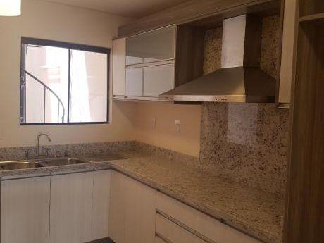 Vendo Hermoso Duplex En Bo Herrera Con.patio Y Opcion De Piscina.