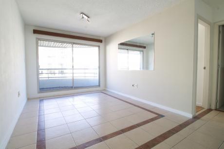 Precioso Apartamento De Un Dormitorio Próximo Al Mar.