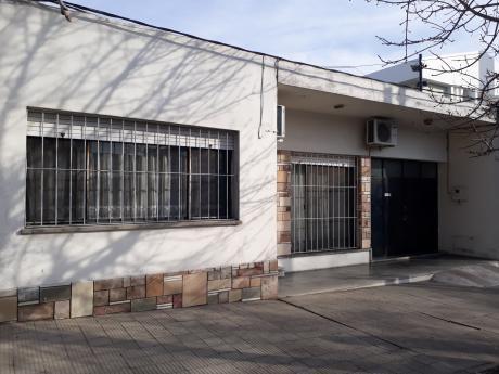 Gran Casa De 3 Dormitorios, Garaje , Fondo