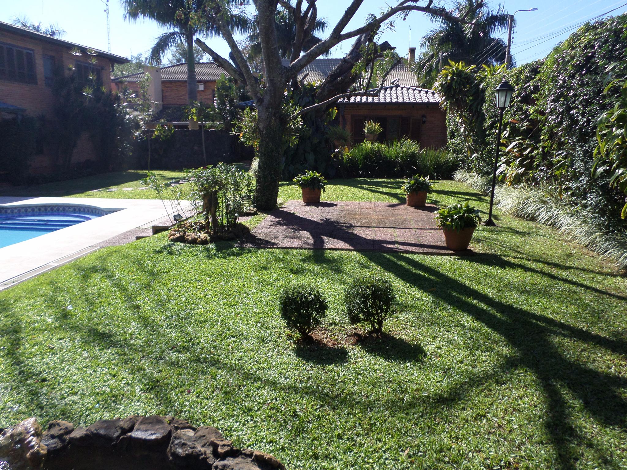 Alquilo Hermosa Residencia De 4 Dormitorios en Barrio Cerrado