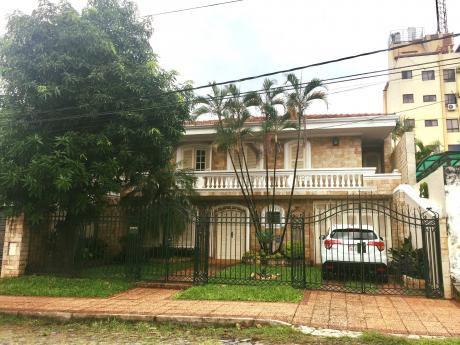 Oportunidad Vendo Hermosa Casa En Barrio Las Carmelitas (436 M2)