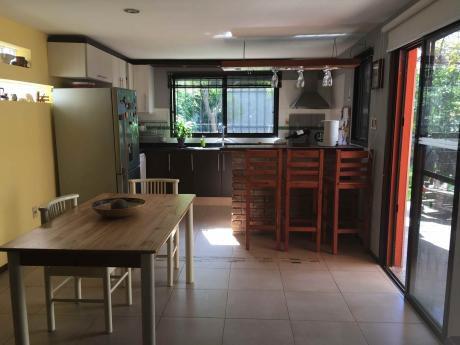 Casa De 3 Dormitorios, Fondo Y Cochera