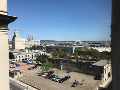 Excelente Oficina De 110m2 Con Vista Al Puerto