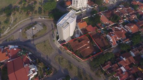 Terreno En Venta Barrio Urbari Sobre Av. Principales