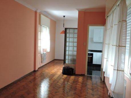 Con Renta - Apartamento 2 Dormitorios Baño Y Cocina Nuevos Centro