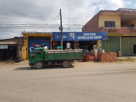Casa En Venta Sobre Avenida Con Local Comercial
