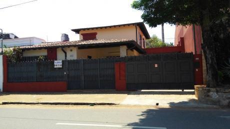 Alquilo Amplia Residencia En Barrio Herrera, Ideal Para Oficinas O Negocios