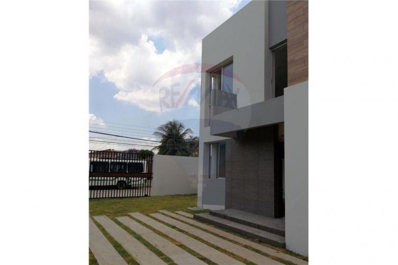 Linda casa minimalista a estrenar ref 9740c infocasas for Casa minimalista uy