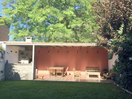 Casa, 4 Dormitorios, Jardín Fondo Verde. A Pasos De Rivera Y Soca.