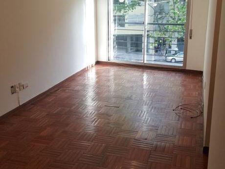 2 Dorm. Con Garage Frente A Plaza Varela. $23.900