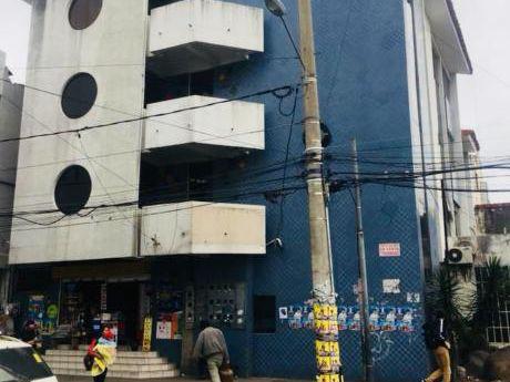 En La Calle Charcas En Santa Cruz Vendo Edificio