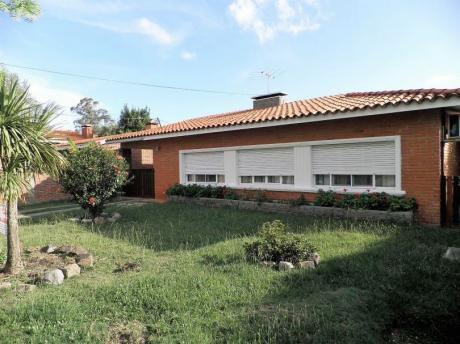 Casa En Venta, Excelente Construcción, Piriápolis