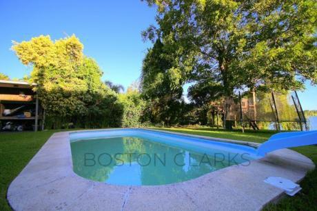 Hermosa Casa Con Entorno Verde Y Lago