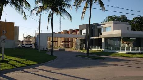 Hermosa Casa Amoblada En Venta En Condominio Privado (santa Cruz)