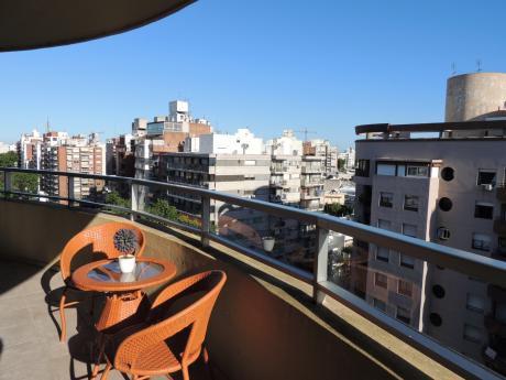 Apartamento En Punta Carretas, Garage Doble, 3 Dormitorios + Servicio, 3 Baños
